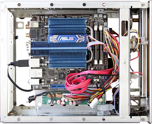 HTPC im Braun CE 250, Blick von oben auf das Mainboard